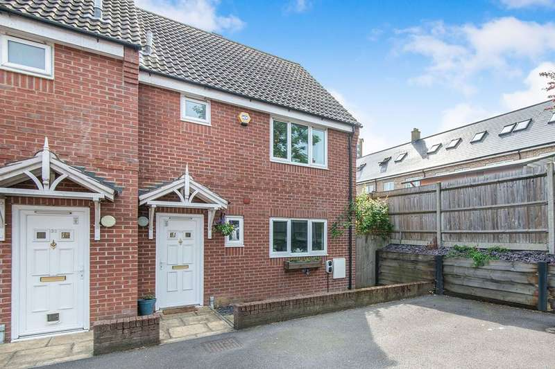 3 Bedrooms Semi Detached House for sale in Wessex Lane, Southampton, SO18