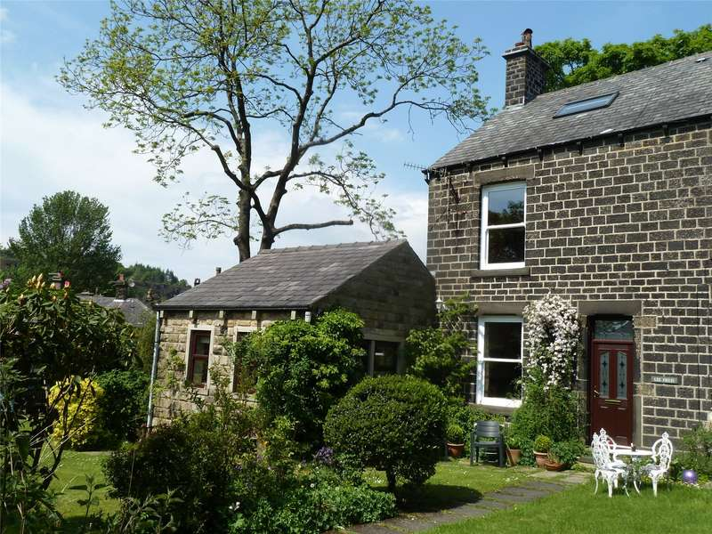 3 Bedrooms Semi Detached House for sale in Lee Fields, Uppermill, Saddleworth, OL3