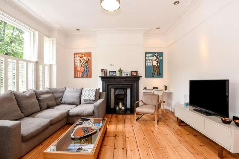 3 Bedrooms Flat for sale in Gladsmuir Road, Whitehall Park