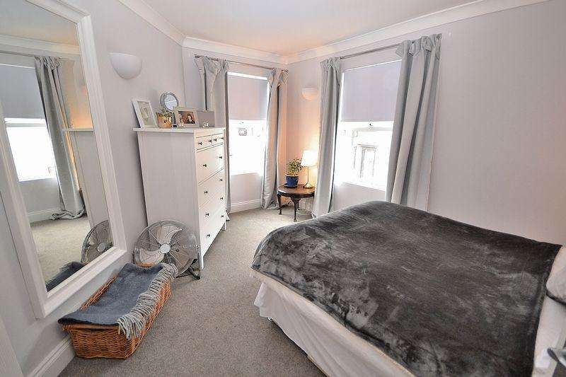 2 Bedrooms Maisonette Flat for sale in Hockliffe Road, Leighton Buzzard