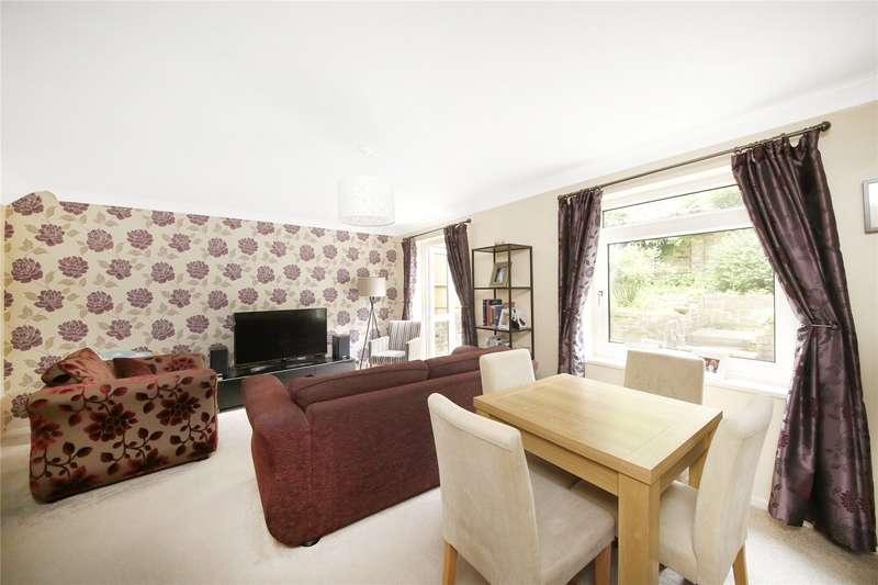 2 Bedrooms Maisonette Flat for sale in Founders Gardens, Upper Norwood