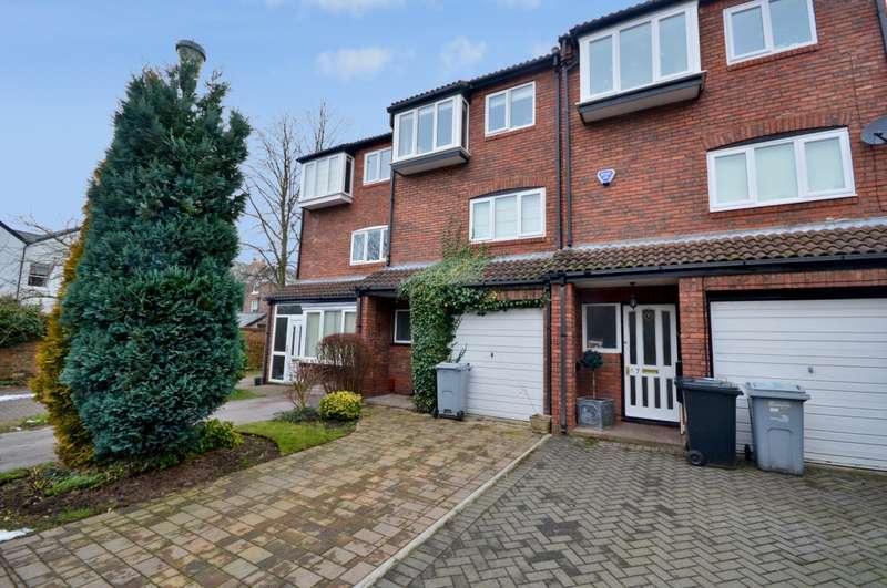 3 Bedrooms Town House for rent in Sandringham Way, Wilmslow, SK9