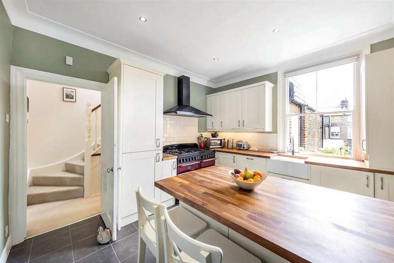 3 Bedrooms Flat for sale in Calbourne Road, SW12