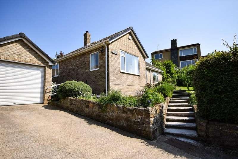 3 Bedrooms Detached Bungalow for sale in Marske Lane, Skelton TS12