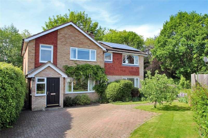 4 Bedrooms Detached House for sale in Oak Farm Gardens, Headcorn, Kent, TN27