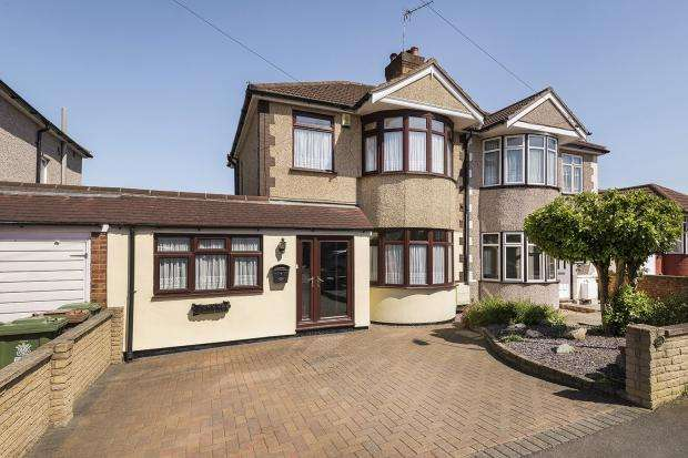 4 Bedrooms Semi Detached House for sale in Cray Road, Upper Belvedere, DA17