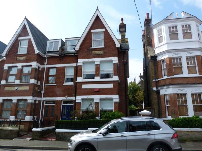 5 Bedrooms Semi Detached House for sale in Wrotham Road, Broadstairs