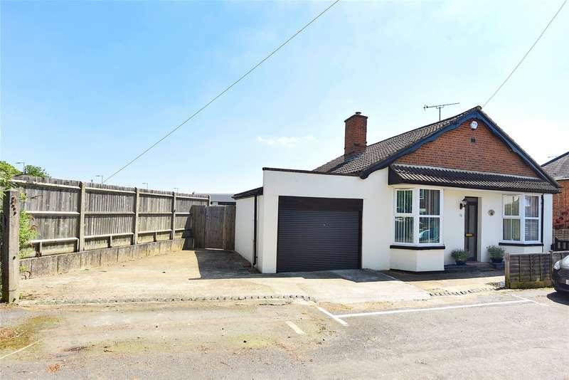 3 Bedrooms Detached Bungalow for sale in Mount Pleasant, Wokingham, Berkshire, RG41