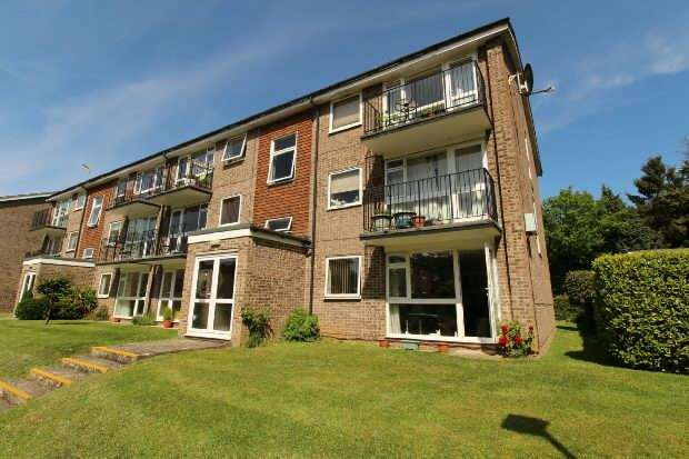 2 Bedrooms Flat for sale in Armadale Court, Westcote Road, Reading
