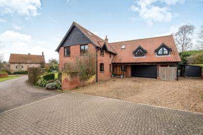 5 Bedrooms Detached House for sale in Pople Street, Wymondham, Norfolk