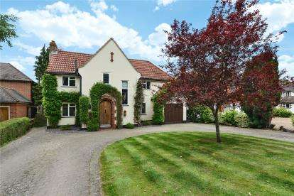 4 Bedrooms Detached House for sale in Redgate Drive, Hayes