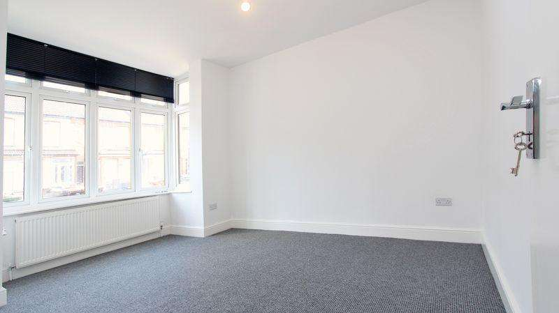 3 Bedrooms Terraced House for sale in St. Johns Road, Barking