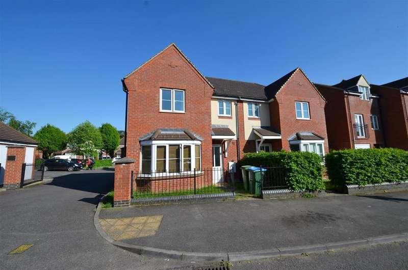 3 Bedrooms Semi Detached House for sale in Lowe Gardens, Aylesbury