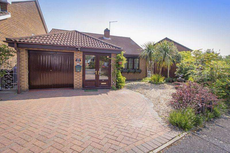 2 Bedrooms Detached Bungalow for sale in CHARINGWORTH ROAD, OAKWOOD