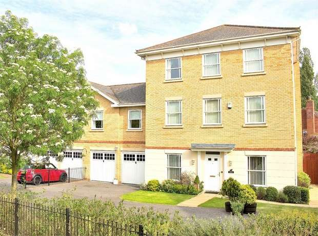 6 Bedrooms Link Detached House for sale in Flitch Green, Dunmow, Essex