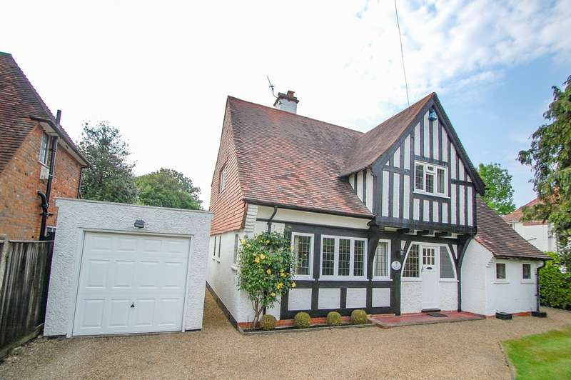 4 Bedrooms Detached House for sale in Oval Way, Gerrards Cross, SL9