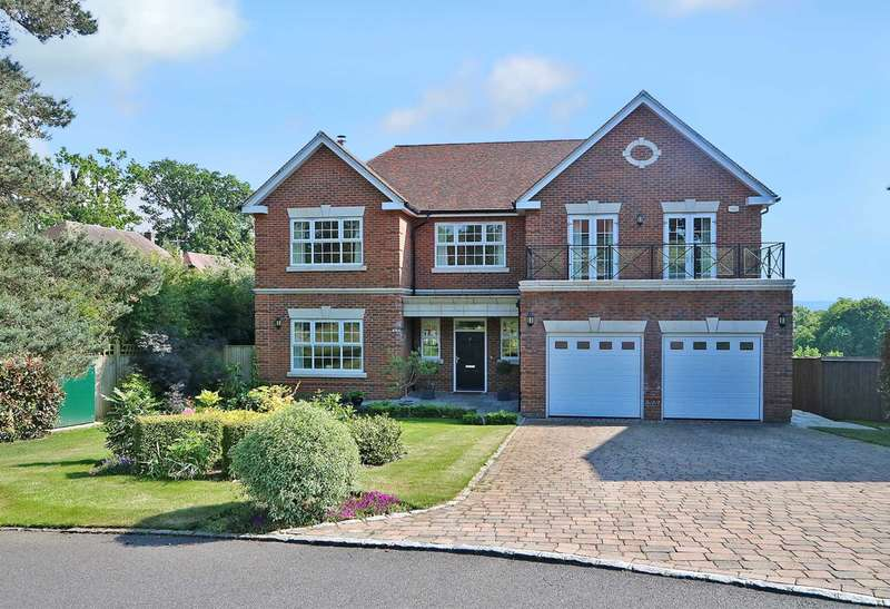 5 Bedrooms Detached House for sale in Kendrick Gate, overlooking Calcot Golf Course, Berkshire