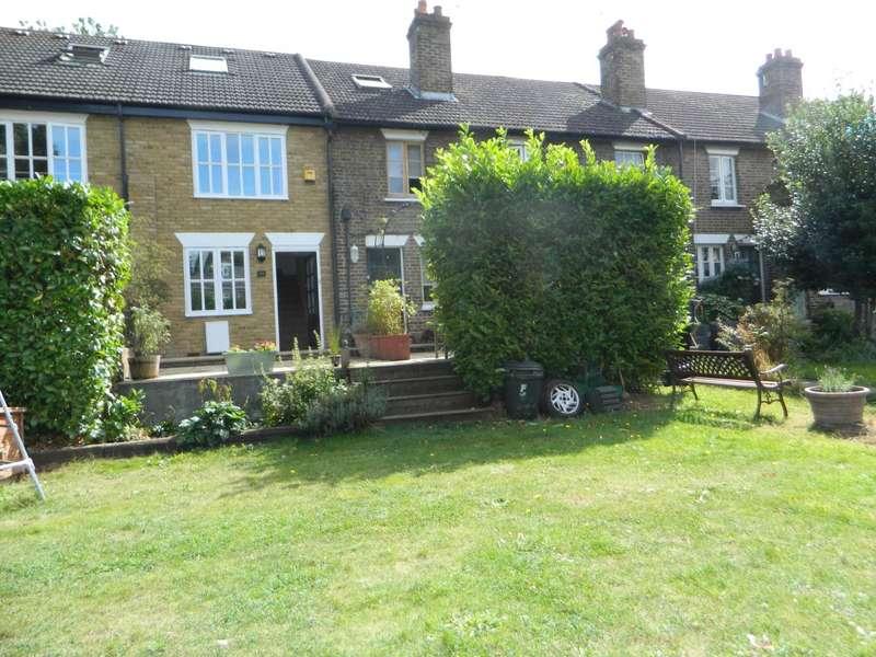 3 Bedrooms Cottage House for rent in Glebeland Gardens, Shepperton, Middlesex