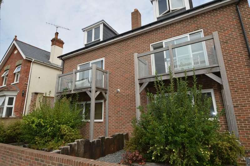 2 Bedrooms Semi Detached House for rent in Perceval Close, Easebourne, Midhurst, GU29