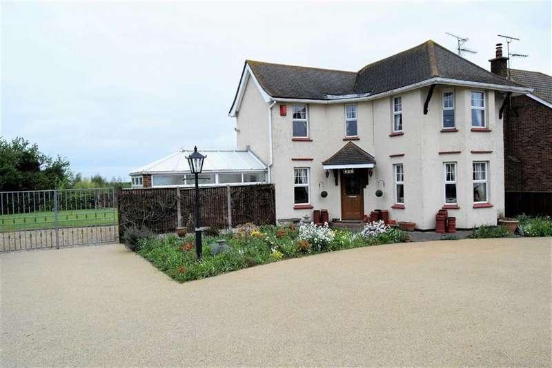 3 Bedrooms Detached House for sale in Lower Rainham Road, Rainham