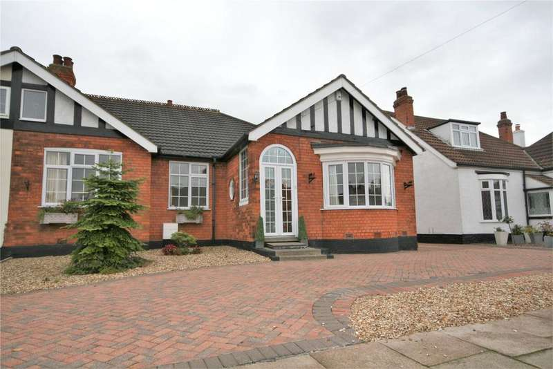 3 Bedrooms Semi Detached Bungalow for sale in Lindum Road, Cleethorpes, DN35