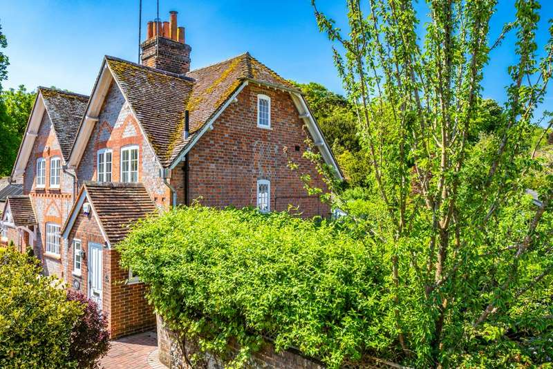 3 Bedrooms Semi Detached House for sale in High Wall Cottage, Streatley on Thames, RG8