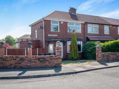 3 Bedrooms End Of Terrace House for sale in Beechfield Avenue, Little Hulton, Manchester, Greater Manchester