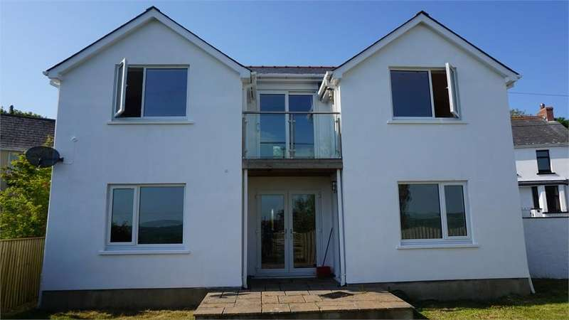 3 Bedrooms Detached House for sale in Ty Newydd, Nant-y-Ffynnon, Goodwick, Pembrokeshire