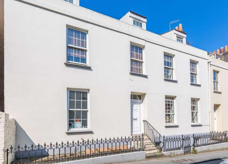 1 Bedroom Ground Flat for sale in 22 Victoria Road, St. Peter Port, Guernsey