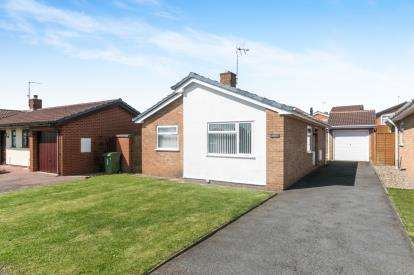 2 Bedrooms Bungalow for sale in Southleigh Drive, Wrexham, Wrecsam, LL11