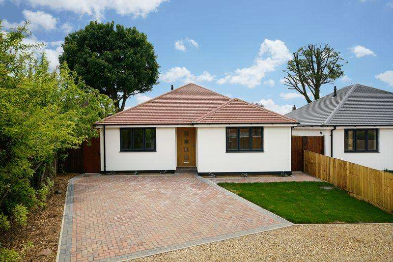 2 Bedrooms Detached Bungalow for sale in Dunstable Road, Luton