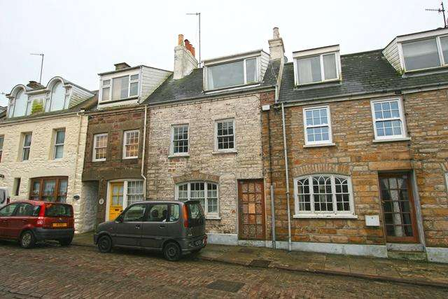 2 Bedrooms Town House for sale in High Street, Alderney GY9