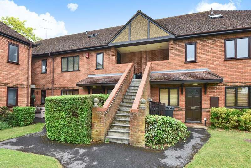 3 Bedrooms Maisonette Flat for sale in Denton Court, Marlow, SL7