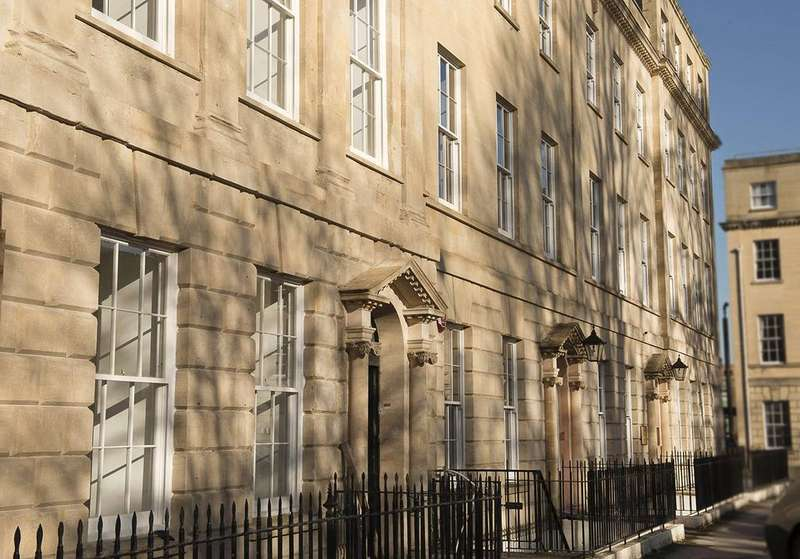 3 Bedrooms Flat for sale in Apartment 3, 25 Portland Square, Bristol, BS2
