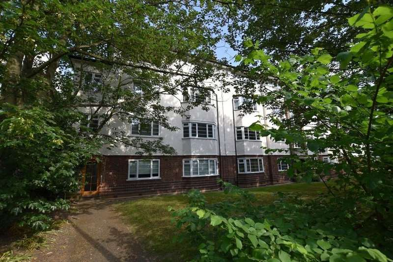 2 Bedrooms Ground Flat for sale in Woodford House, Woodford Road, South Woodford