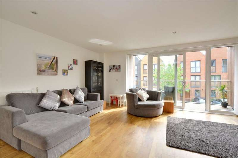 3 Bedrooms Flat for sale in Conningham Court, 19 Dowding Drive, Eltham, London, SE9