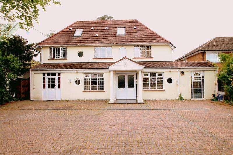 7 Bedrooms Detached House for sale in Long Lane, Uxbridge, UB10