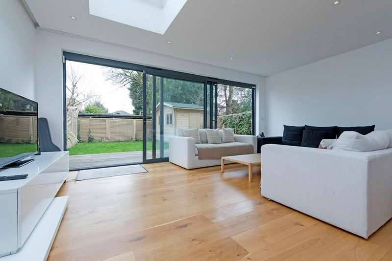 4 Bedrooms Semi Detached House for sale in Eatonville Road, London