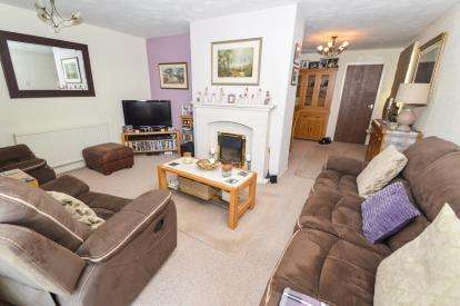 4 Bedrooms Detached House for sale in Overfield Avenue, Market Harborough, Leicestershire