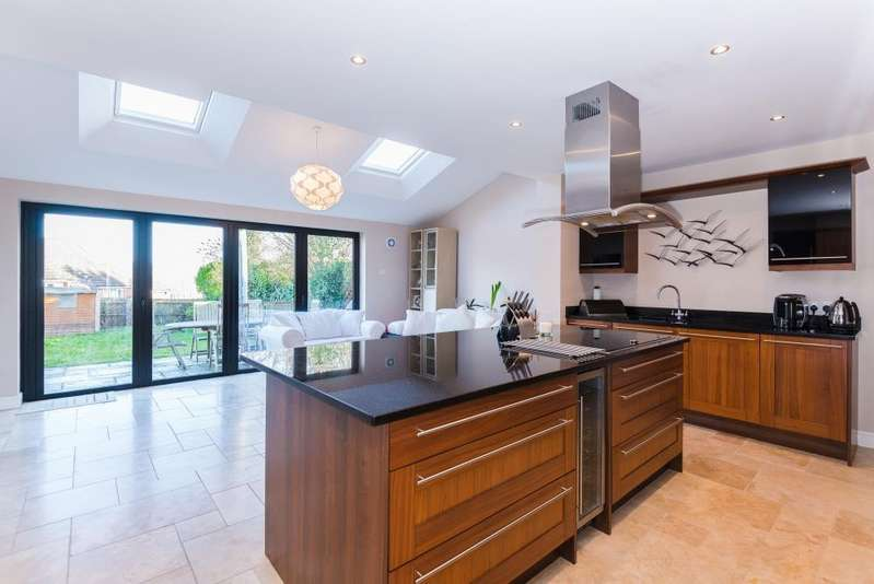 4 Bedrooms Semi Detached House for sale in Hampden Avenue, Chesham