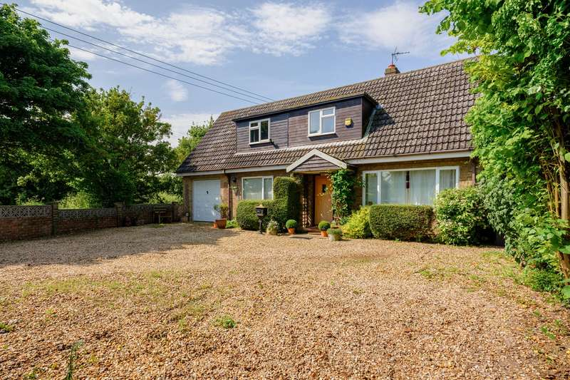 5 Bedrooms Detached House for sale in Royston Road, Litlington, Royston, SG8