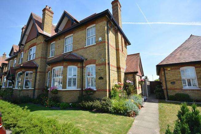 4 Bedrooms End Of Terrace House for sale in The Mall, Hornchurch, Essex, RM11