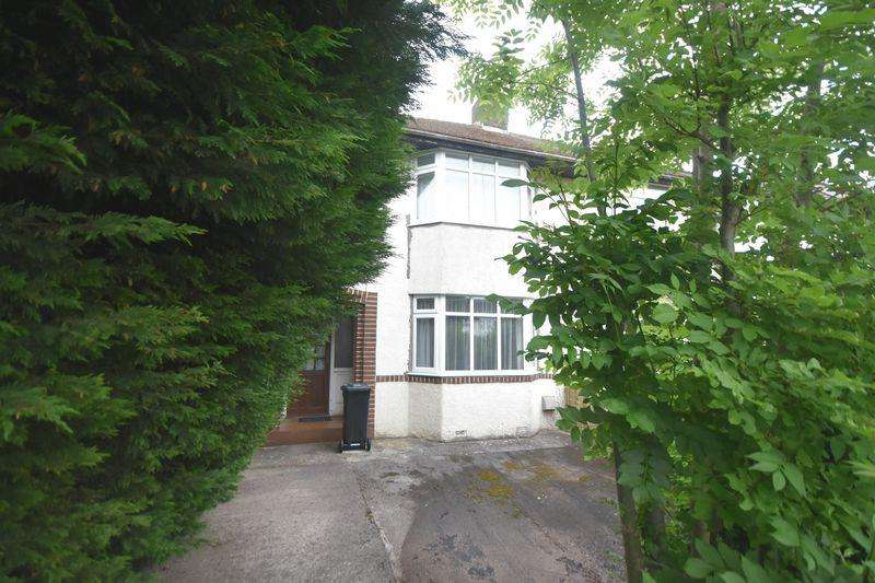 3 Bedrooms Semi Detached House for sale in Bromley Heath Road Downend