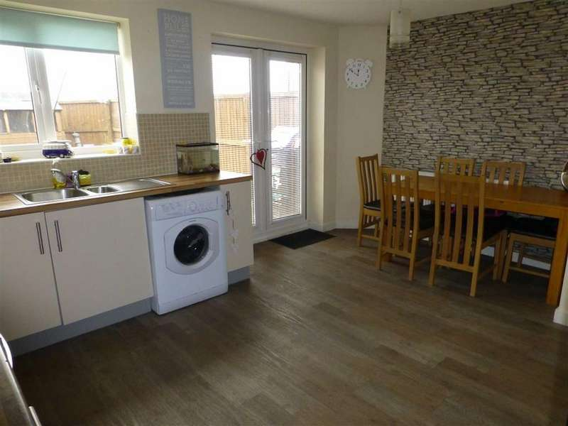 3 Bedrooms Town House for sale in Greenaway Drive, Brymbo, Wrexham
