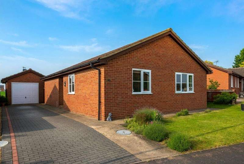 3 Bedrooms Detached Bungalow for sale in Holly Drive, Bourne, PE10