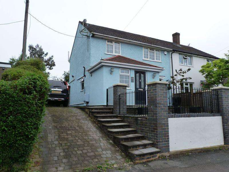 3 Bedrooms Semi Detached House for sale in Holtspur Avenue, Wooburn Green