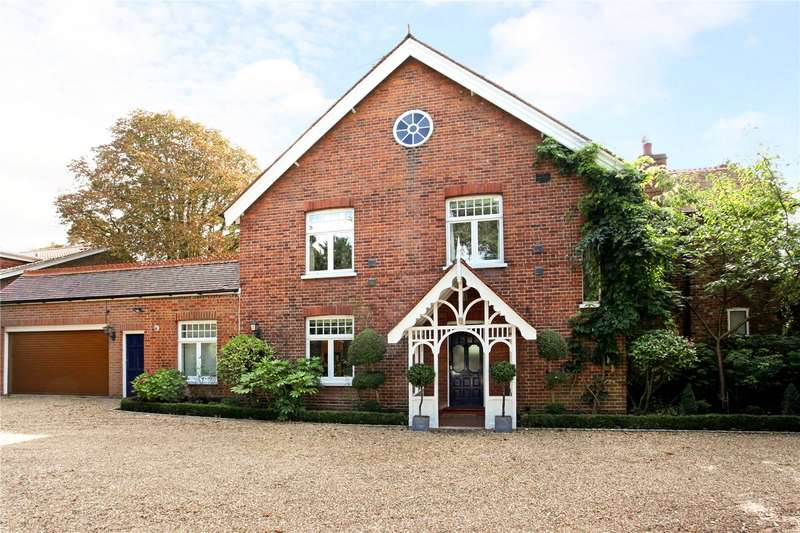 4 Bedrooms Detached House for sale in Station Road, Wraysbury, Berkshire, TW19