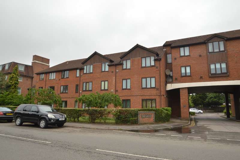 1 Bedroom Flat for sale in The Lawns, Colnbrook, SL3