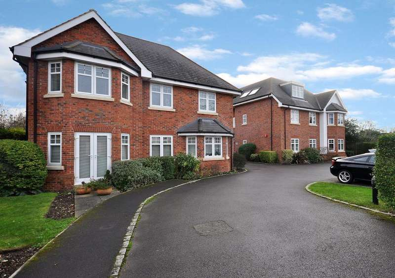 2 Bedrooms Apartment Flat for sale in Woodford Court, Western Avenue, Woodley, Reading, RG5 3BU