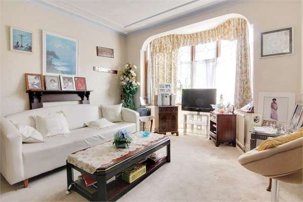 3 Bedrooms Semi Detached House for sale in Hillcrest Road, Walthamstow, London